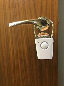 DOOR HANDLE/KNOB ALARM / INTRUDER ALARM. DETECTS DOOR OPENING. ADJ SENSITIVITY
