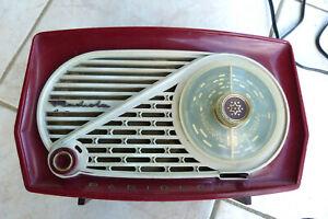 RADIO ANCIENNE A LAMPES  DE 1954. RADIOLA. MOD.RADIOLO EN BAKELITE.