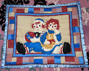🌸RAGGEDY ANN & ANDY HANDMADE BABY QUILT W/ BLUE BLANKET BINDING EXCELLENT CLEAN