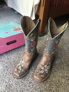 Macie Bean Women's Rose Garden Cowgirl Boot - Square Toe Size 8.5