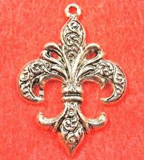 50Pcs. WHOLESALE Tibetan Silver FLEUR DE LIS 37x27x2mm Pendants Charms Q0639