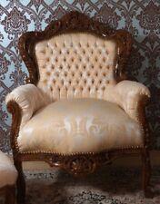 Grand fauteuil en bois massif hêtre marron chesterfield d'un château