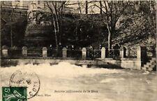 CPA  Dijon - Place Darcy - Source jaillissante de la Beze  (633895)