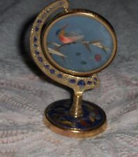 Vtg Red Bellied Glass Woodpecker On Spinning Gold Toned Peacock And Dragon Frame