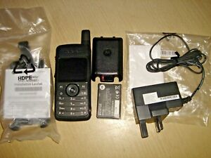Motorola SL4000 UHF 403-470MHz Digital inc NEW charger, battery, antenna & clip
