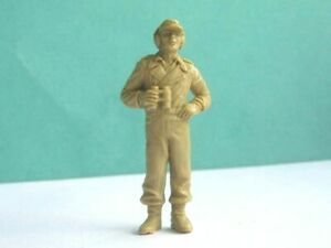 1 x UNKNOWN MAKE. WWII GERMAN TANK OFFICER ? PLASTIC SOLDIER. 50mm SCALE.