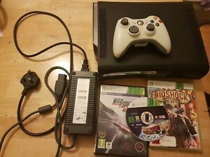 XBOX 360 BLACK 120 GB , CONTROLLER + 3 GAMES
