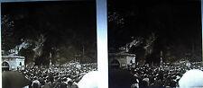 Photographie Grotte de Massabielle Lourdes cannes accrochées à gauche vers 1920