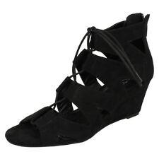 Calzado de mujer sandalias con plataforma en color principal negro