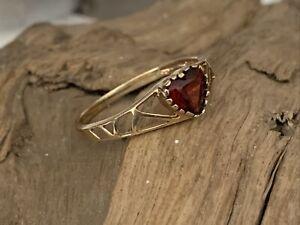Vintage H/M 9ct 375 Gold Garnet Heart Pierced Ladies Dress Ring - size M 1/2