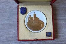 Porzellanmedaille Wartburg 1967 ( Meissen ) u.zwei Abzeichen