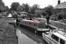 PHOTO  1974 DESCENDING NEW HAW LOCK WEY NAVIGATION TWO BOATS SHARE NEW HAW LOCK