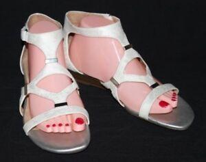 Naturalizer N5 Comfort Juniper Womens SZ 8.5W White Silver Gladiator Sandals
