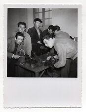 PHOTO VINTAGE - MILITAIRE  Guerre d'Algérie Cordonnier Chaussures - Vers 1960