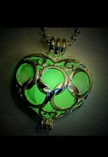 GLOW IN THE HEART NECKLACE VALENTINE LOVE LOCKET KID ADULT