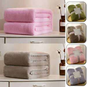 Pet Blanket Warm Bed Mat For Dog Cat Diffuse Fleece Cover Washable