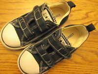 Converse All Star 7V603 size 9 black & white toddler canvas athletic shoes Ex.