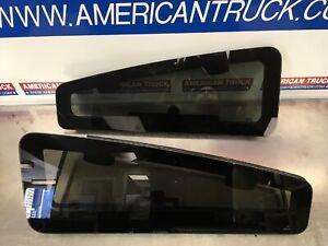 Kenworth T680 Sleeper Cab Top Vent Windows P/N T44-1010 73078AA & T44-1010R REV