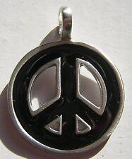 MAGNIFIQUE PENDENTIF METAL PEACE AND LOVE