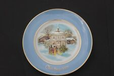 "1977 Avon Decorative Collectable Christmas Plate ""Carollers in the Snow"""