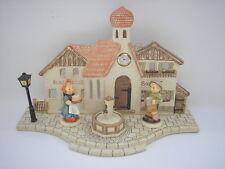 Goebel - Hummel - Marktplatz + Hum 2269 Wirt + Hum 2271 Bäckersfrau - Figuren