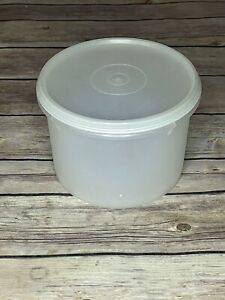 Vintage Tupperware 5 CUP STORAGE CONTAINER #263 With LID