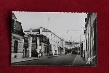 CP semi moderne années 1960  L'Hay-les-Roses Rue aristide Briand Commerces