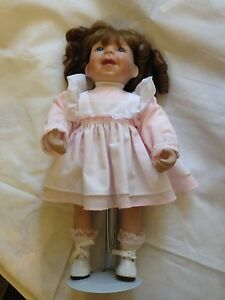 Puppe,Sammlerpuppe,Porzellan,mit Ständer,1993