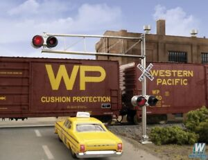 HO Scale - WALTHERS 949-4332 CROSSING SIGNALS: Post 60's Cantilever Grade Signal