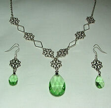 LACY FILIGREE VICTORIAN STYLE LIGHT GREEN GLASS SILVER PL NECKLACE EARRINGS SET