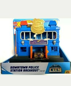 Hot Wheels City Downtown Police Station Breakout Playset GOLD CAR 4 years up New