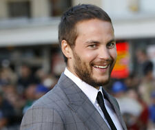 Taylor Kitsch UNSIGNED photo - D661 - Canadian actor and model