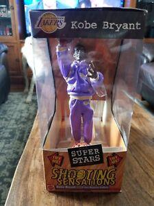 Kobe Bryant Shooting Sensations Los Angeles Lakers 1999 Mattel Action Figure NIB