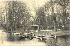 VINCENNES BOIS 17 lac des minimes garage de bateaux à la porte jaune