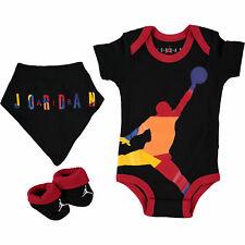 Nike AIR JORDAN Bebé Chicos De 3 pieza traje Conjunto de regalo, Negro/Múltiple, 0-6 meses