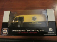 Napa International Metro Step Van diecast metal 1st Gear toy 1 25 scale replica