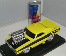 Modellini statici auto gialla Maisto