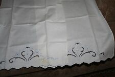 set of 2 vintage embroidered hand towels/ guest towels