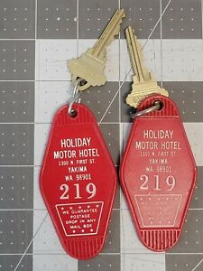 Holiday Motor Hotel Motel Room Key Fob with Schlage Key Yakima WA