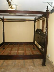 ANTIQUE MAHOGANY CANOPY BED GREAT CONDITION