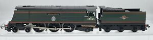 Hornby R310 Battle of Britain Class 4-6-2 Lord Beaverbrook 34054 BR Green OO