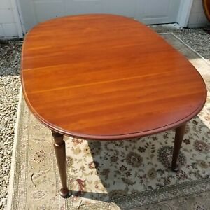 Vintage Ethan Allen Solid Cherry Oval Spoonfoot Dining Table 11-6073