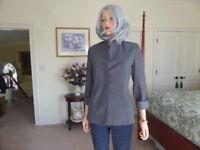 Emanuel By Emanuel Ungaro Light Gray Front Button Blazer Size 12/46 Petite