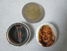 MARILYN MONROE (A) - SPILLA / BROOCH  IN METALLO - Diametro 25mm. -vintage