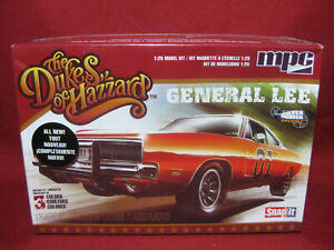 Dukes of Hazzard General Lee 1969 Dodge Charger MPC 1:25 Snap Model Kit