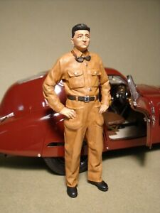 1/18 FIGURE  ENZO FERRARI YOUNG  RACING 1938  VROOM  PAINTED  FOR  CMC  CMR