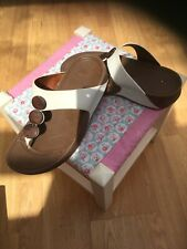 🌺FIT FLOPS UK5 CREAM LEATHER with 3 WOODEN DISC detail GET FIT WHILE WALKING
