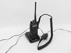 Motorola XPR-6550 AAH55QDH9LA1AN UHF Transceiver (display appears to bad)