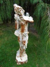statue en fonte pat blanc rouillé d une femme qui écoute un coquillage   ...