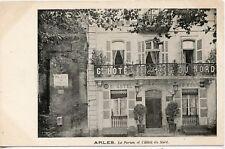 CARTE POSTALE // ARLES LE FORUM ET L'HOTEL DU NORD